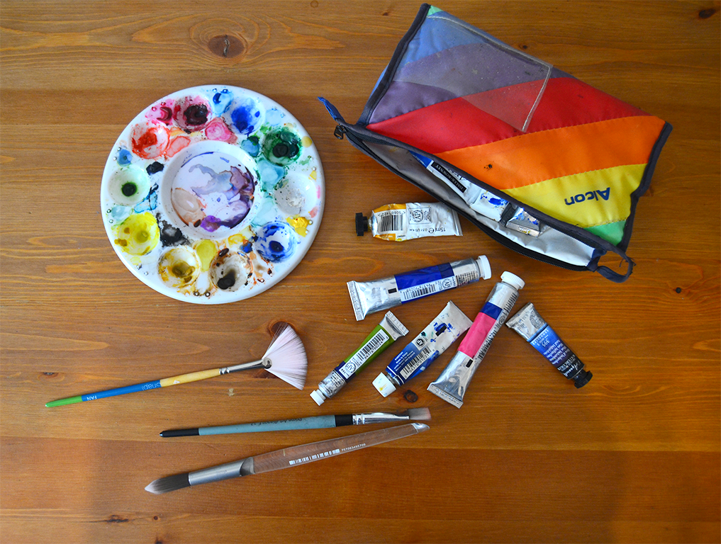 Watercolour paints and brushes